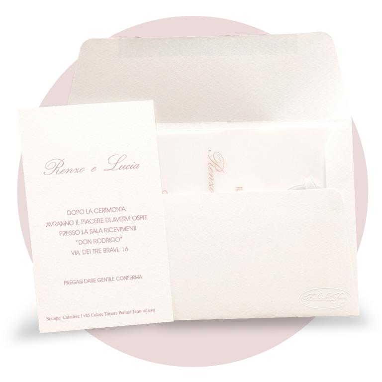 Partecipazione di nozze con tag in plex con iniziali incise cod. F1624