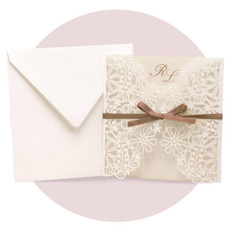 Partecipazione di nozze modello 'laser' nei colori avorio perlato e panna